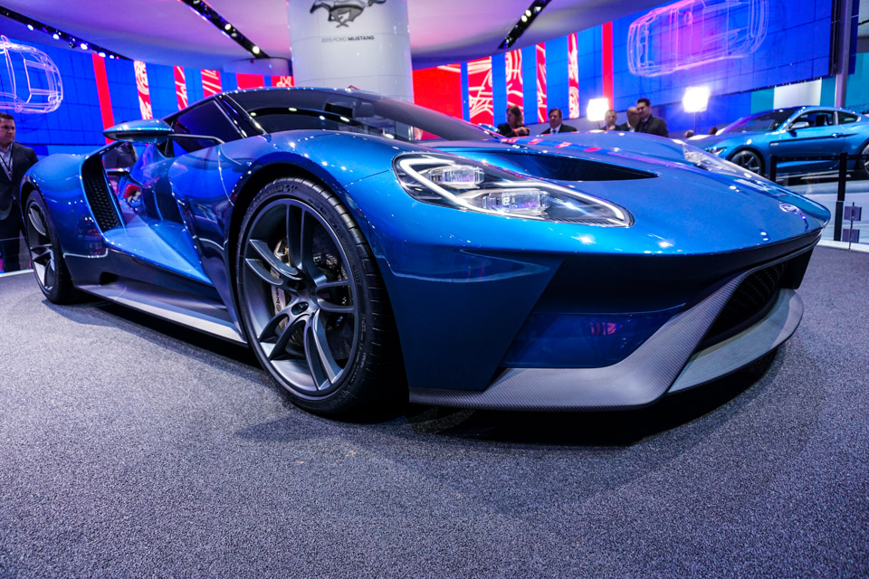 2016_ford_gt_close_up_1
