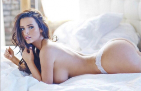 Borsten en billen: Abigail Ratchford has it all!