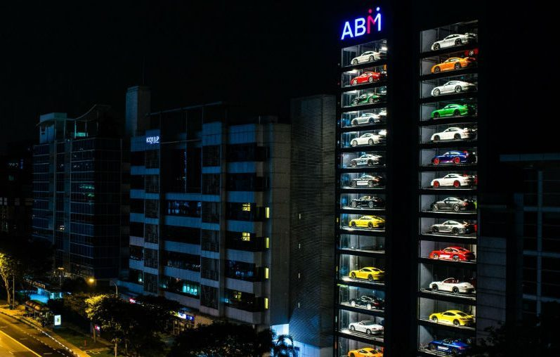 Deze luxe supercar vending machine in Singapore is het he-le-maal