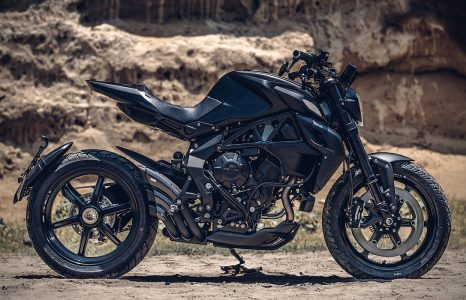 Custom shop Rough Crafts onthult gevaarlijke all black bike!