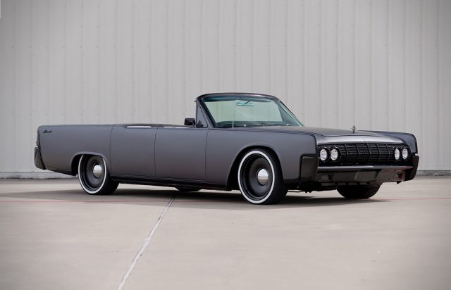 In deze 1964 Lincoln Continental cruise je perfect in stijl de zomer door