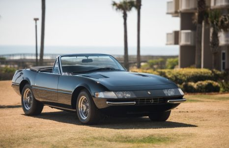 Antraciete Ferrari 365 Daytona Spider uit 1969