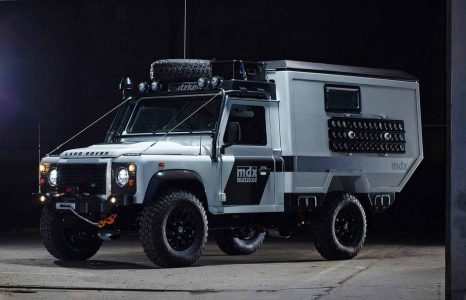 Deze brute Land Rover Defender is ideaal om in te wonen